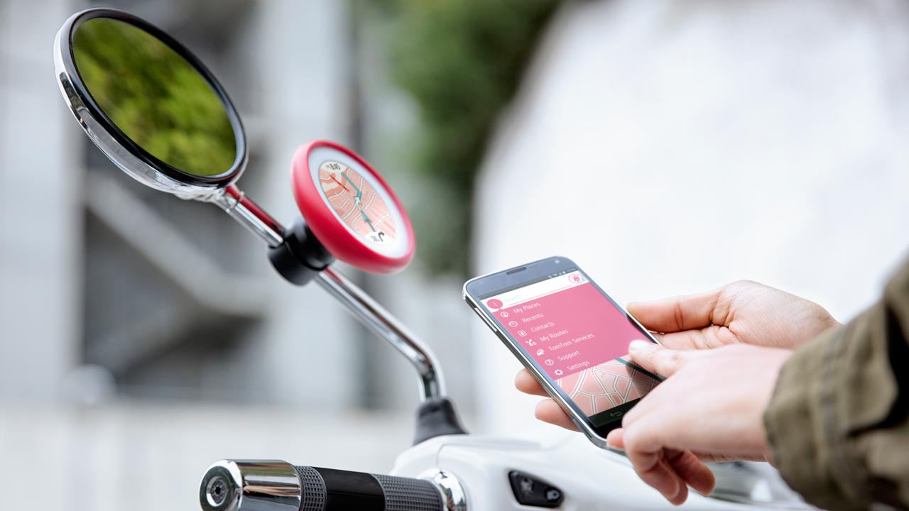 Tom Tom Vio, il navigatore per scooter controllato dallo smartphone