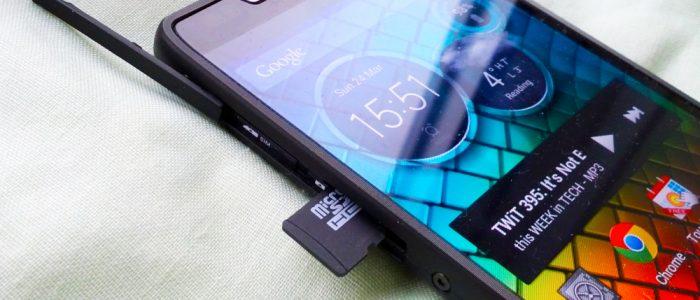 microsd dentro uno smartphone motorola