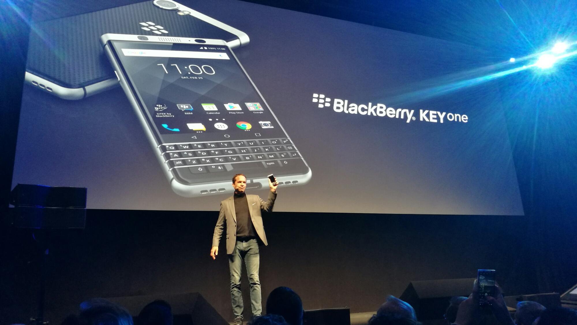 MWC 2017 - BlackBerry KEYOne riguadagna la tastiera fisica