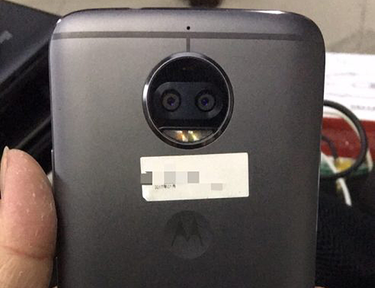 Lenovo Moto X 2017 in foto con doppia fotocamera