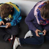ragazzi italiani smartphone
