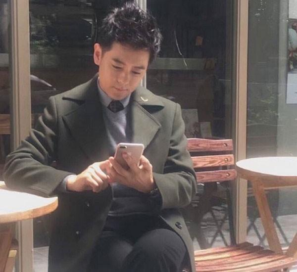 Jimmy Lin con in mano iPhone 7 Plus