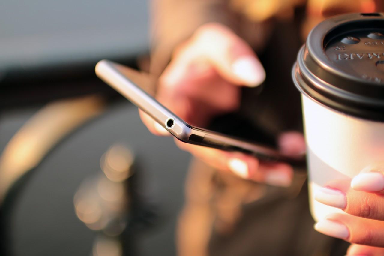 Smartphone e caffe